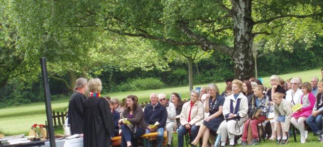 """Freiluftgottesdienst in der """"Grünen Oase"""" des Heidebades"""